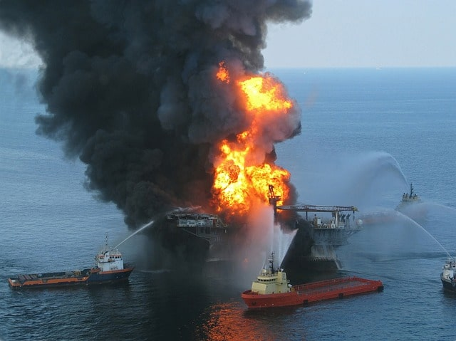 oil-rig-explosion-fire-disaster