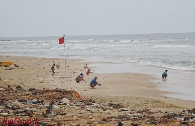 Open-defecation-in-public