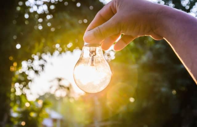 hand-holding-bulb-sun