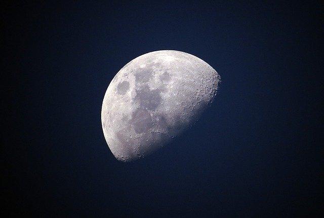 moon-sky-luna-lunar-universe