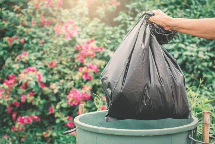 garbage-bag-in-recycle-bin