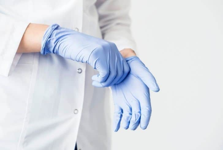 latex-gloves-in-hand